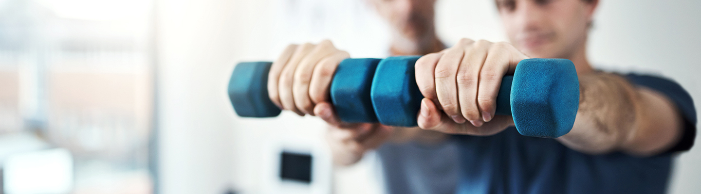 physical therapist strengthening exercises with weights