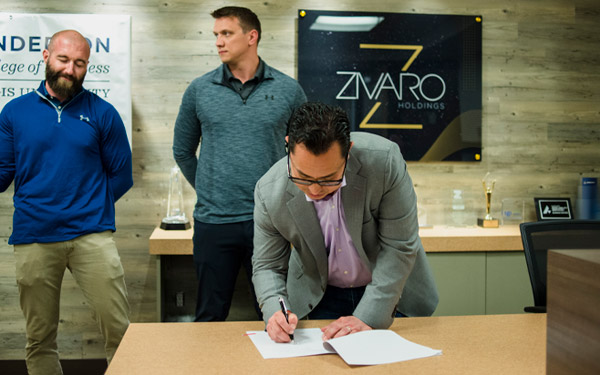 signing-contract-business-students_600x375.jpg