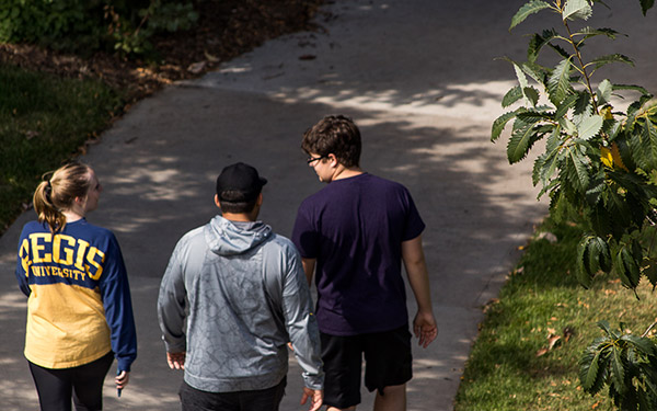 students-walking-campus_600x375.jpg